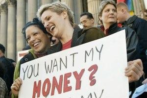lesbians_money